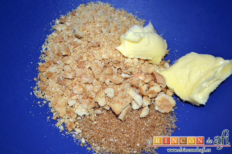 Tarta de donuts, las añadimos en un bol a la mantequilla y el azúcar moreno