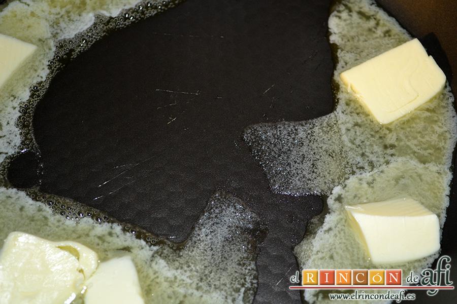 Croquetas de morcilla, derretir la mantequilla en una sartén