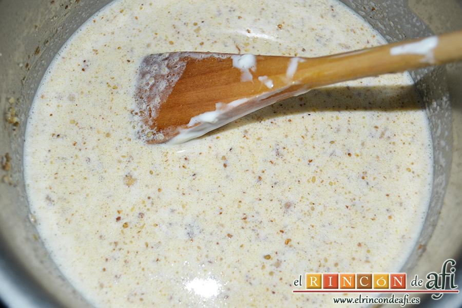 Endivias a la plancha con salsa Bagna Cauda, remover bien y añadir la nata