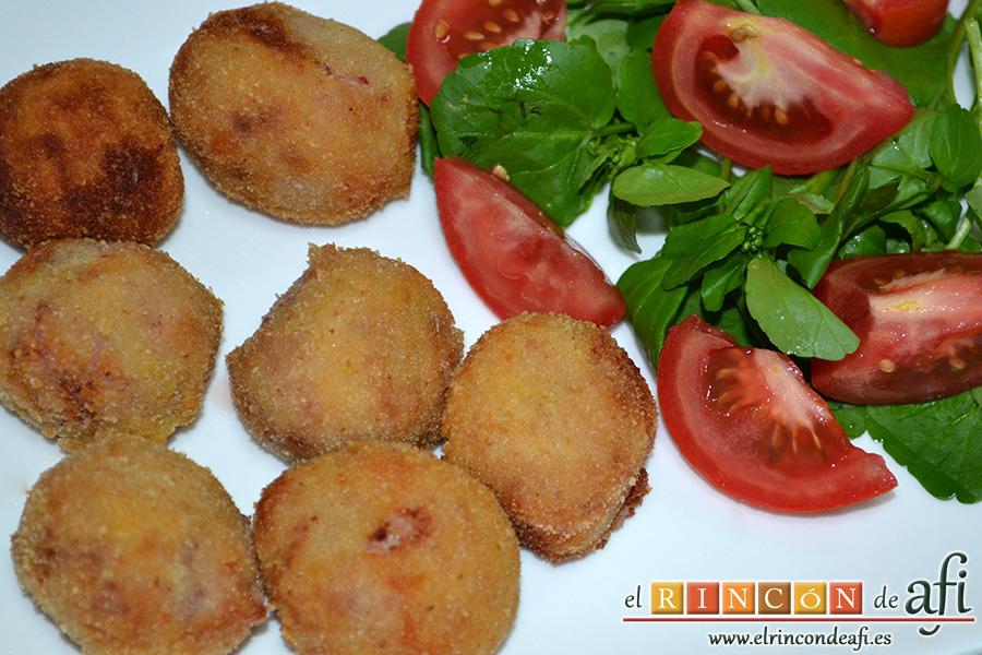 Croquetas de jamón serrano y pechuga de pavo, sugerencia de presentación
