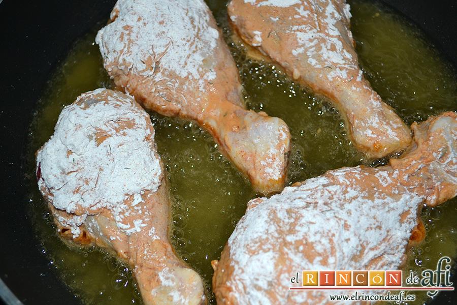 Pollo al estilo KFC (Kentucky Fried Chicken), freír en aceite de girasol bien caliente