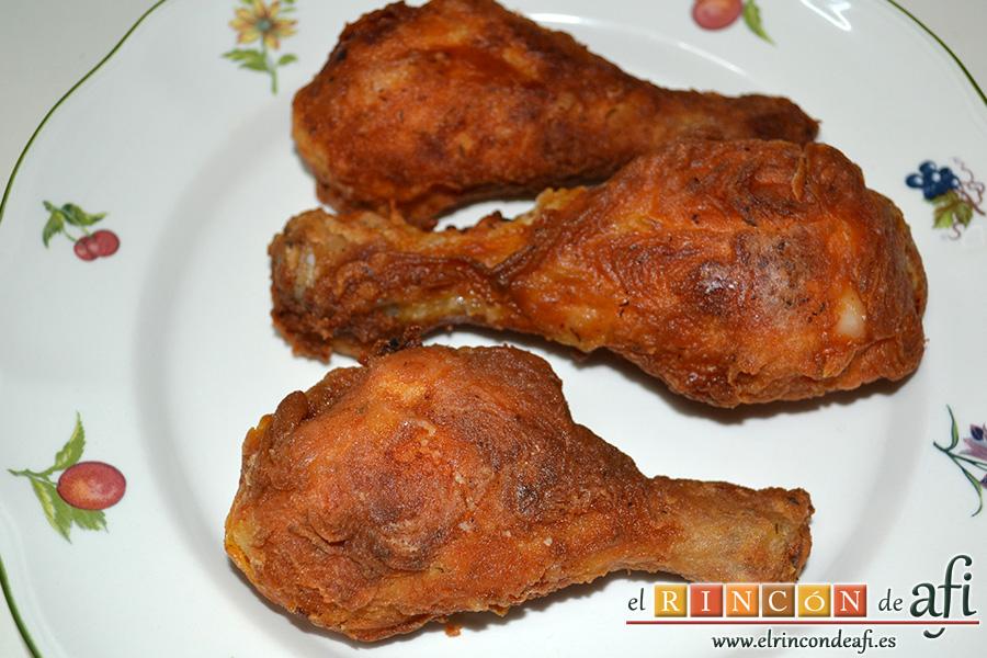 Pollo al estilo KFC (Kentucky Fried Chicken), sugerencia de presentación