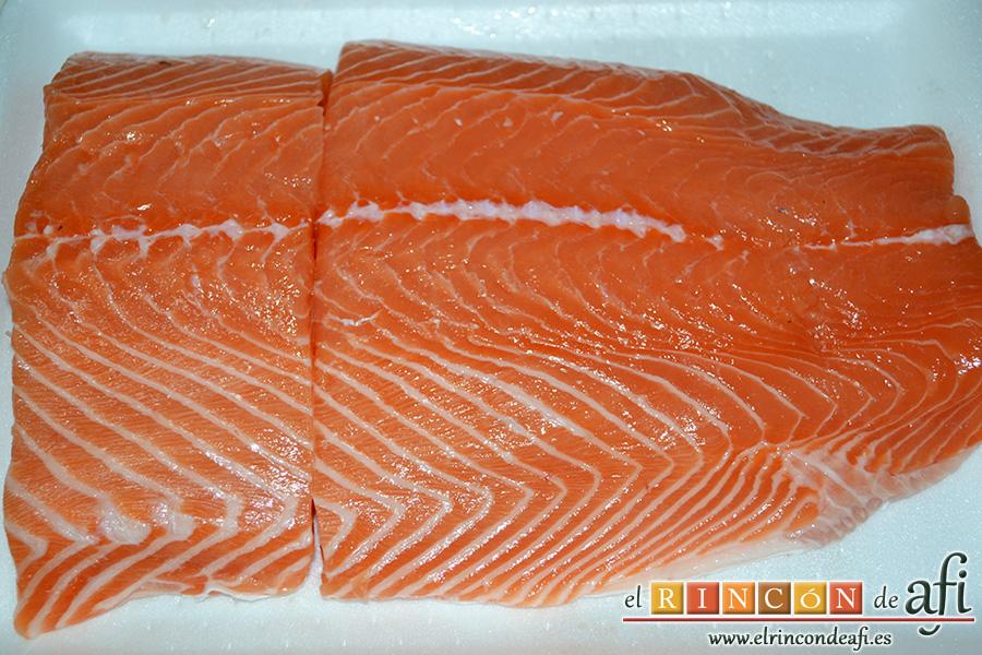 Salmón marinado con cítricos, quitarle las espinas al salmón