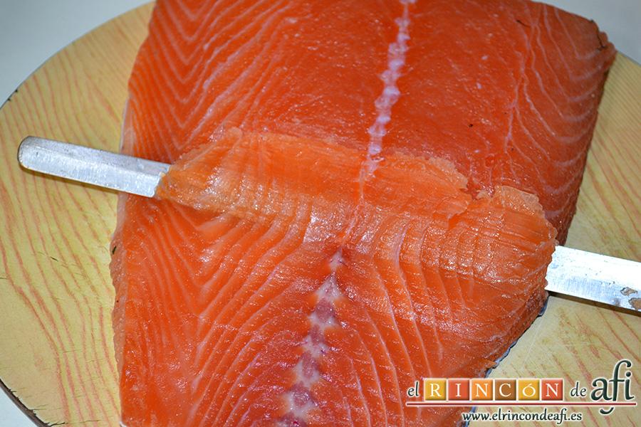 Salmón marinado con cítricos, cortar en láminas finas