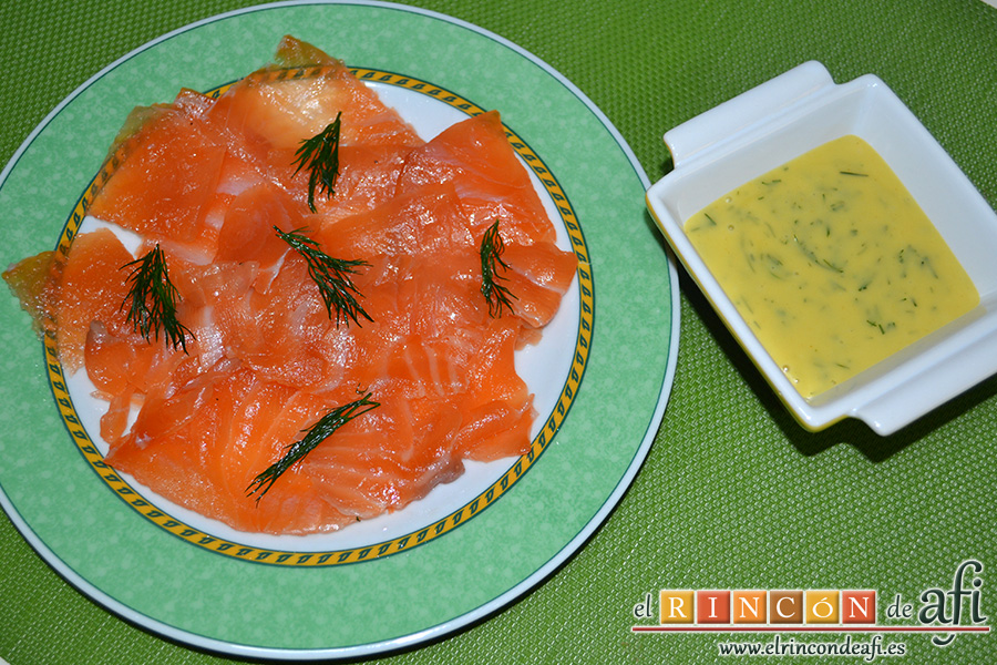 Salmón marinado con cítricos, sugerencia de presentación