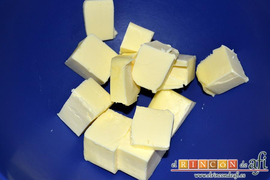 Sobaos pasiegos, colocar la mantequilla en un bol