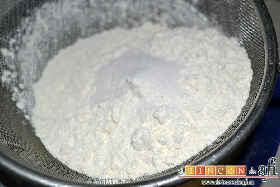 Sobaos pasiegos, tamizar el harina, la levadura y la pizca de sal