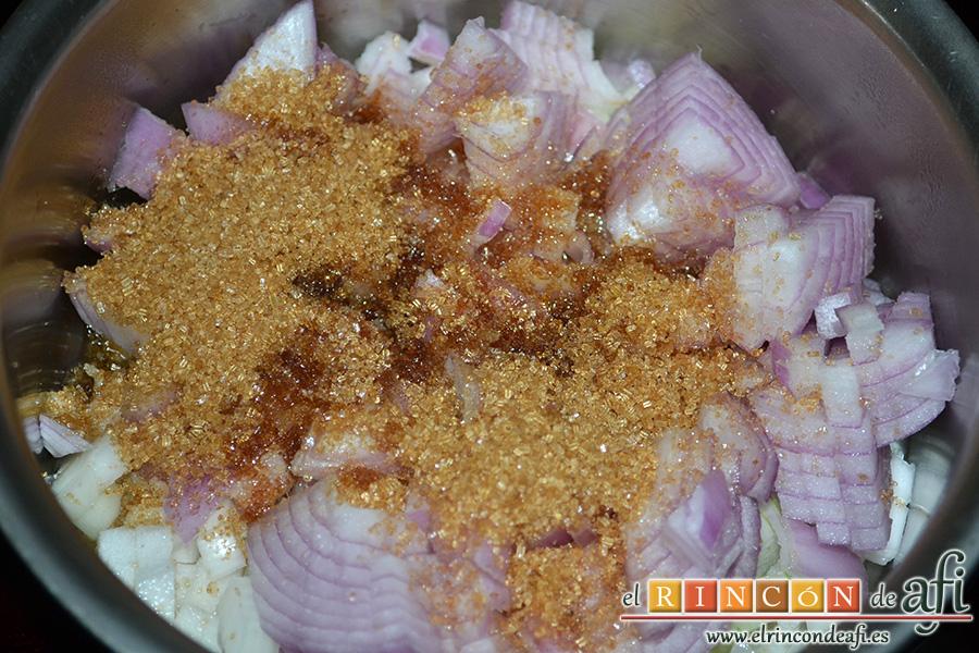 Solomillo de ternera con foie, cebolla caramelizada y reducción al Pedro Ximénez, con el calor el azúcar moreno va caramelizando la cebolla poco a poco