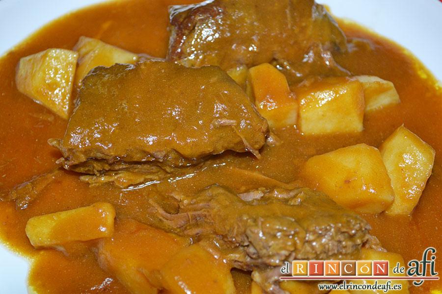 Carne guisada a la gallega, sugerencia de presentación