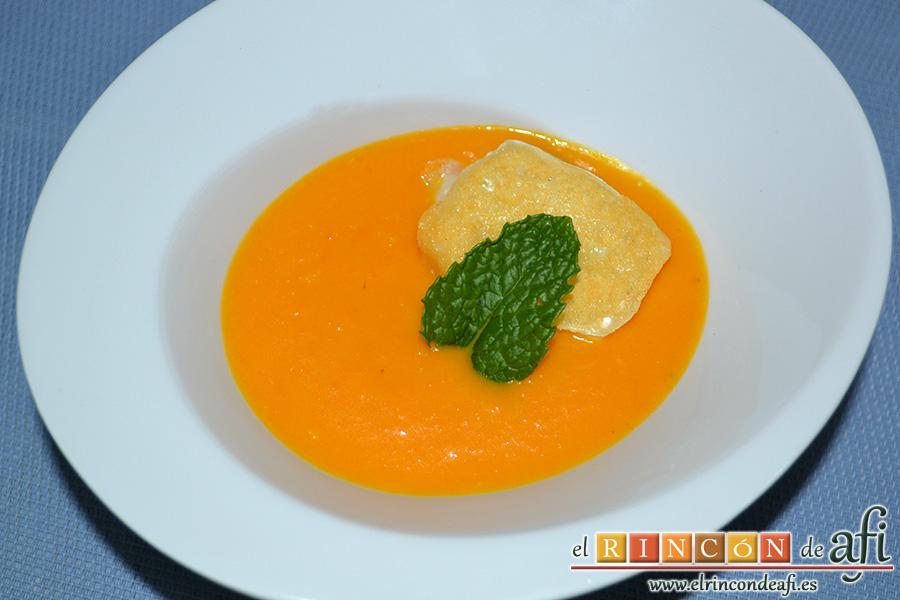 Crema de calabaza y zanahorias con queso de cabra, sugerencia de presentación