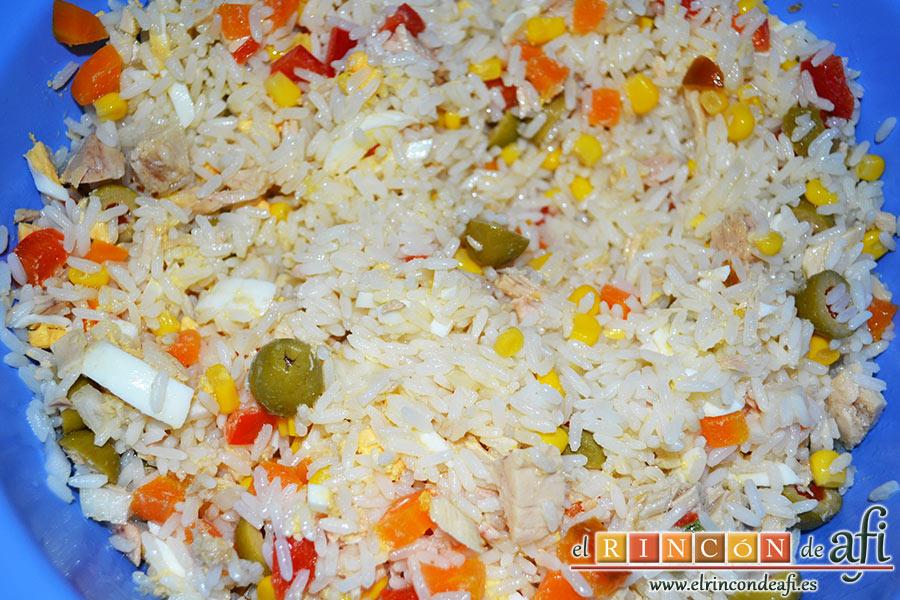 Ensalada de arroz, y los huevos cocidos que también habremos picado.