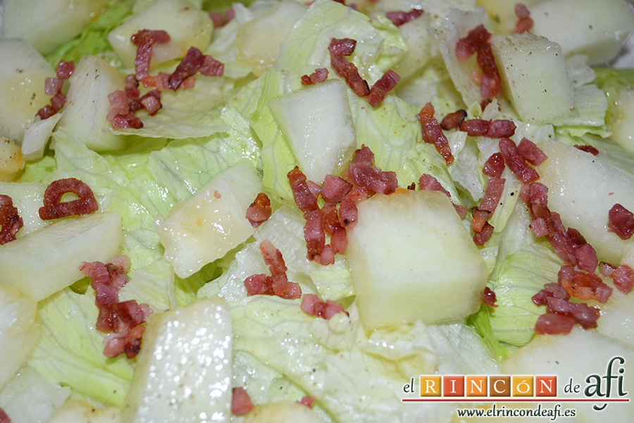 Ensalada de escarola, melón y bacon, sugerencia de presentación