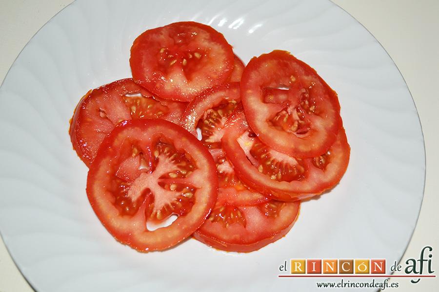 Salmón en papillote con verduras, cortar los tomates en rodajas muy finas