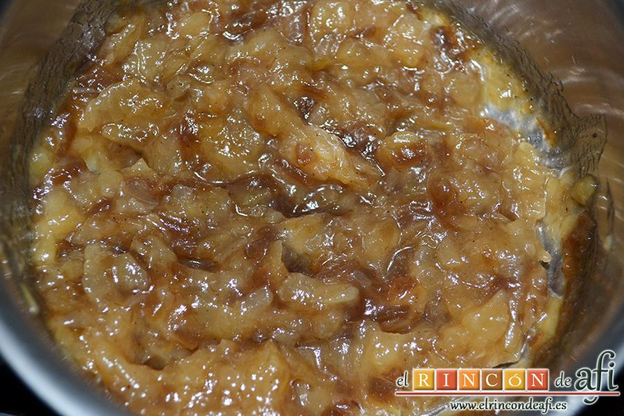 Pasteles de codillo, hierbas aromáticas y cebolla caramelizada, preparamos la cebolla caramelizada
