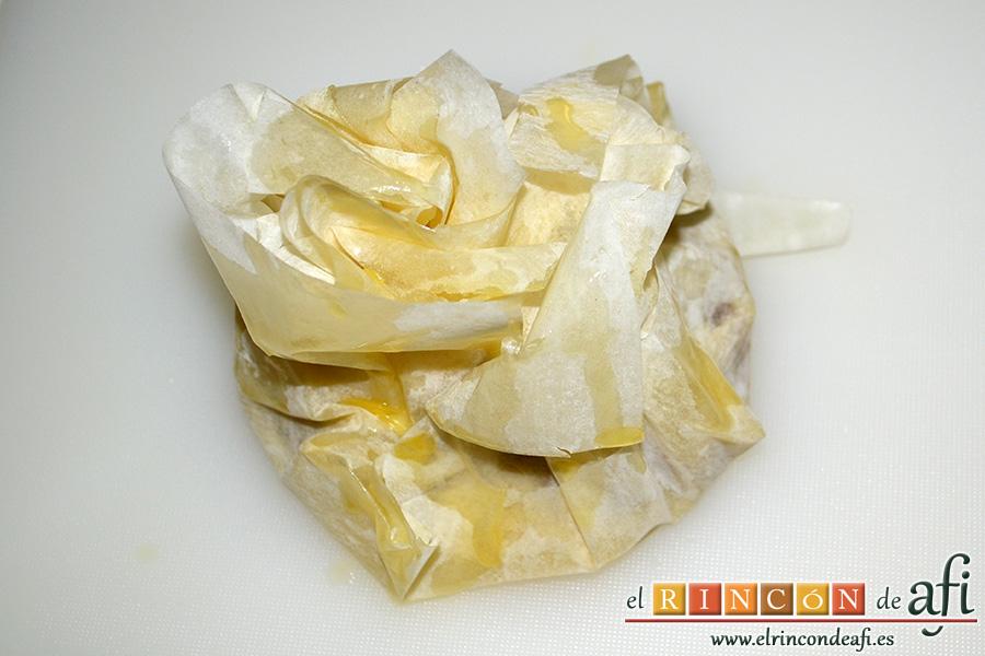 Pasteles de codillo, hierbas aromáticas y cebolla caramelizada, untamos con un poco de mantequilla por encima