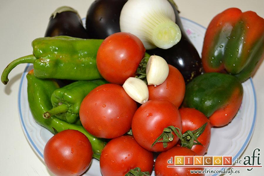 Guiso de salchichas con berenjenas, preparar las verduras