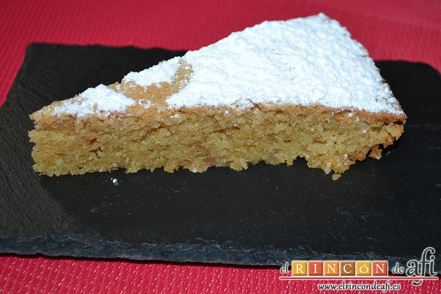 Tarta de Santiago, lista para comer