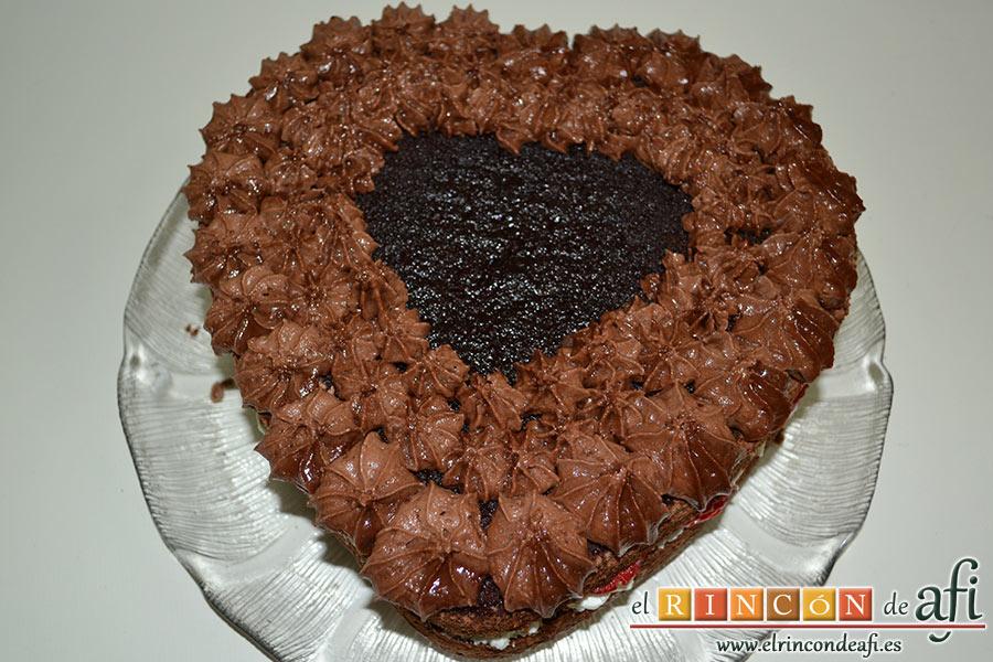 Tarta de San Valentín, decoramos con ayuda de manga pastelera