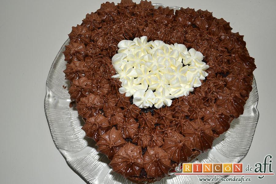 Tarta de San Valentín, el centro lo hacemos de nata montada