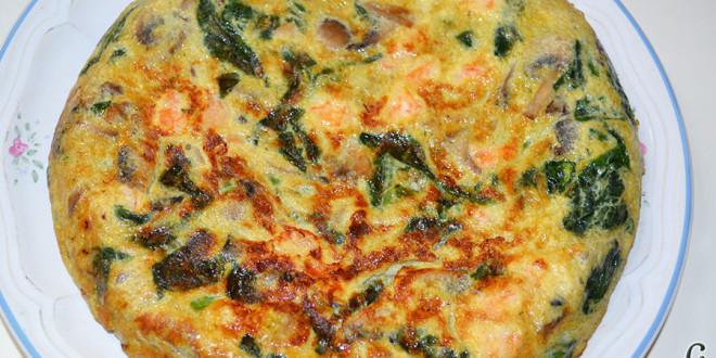 Tortilla de espinacas, champiñones, langostinos y cebolla
