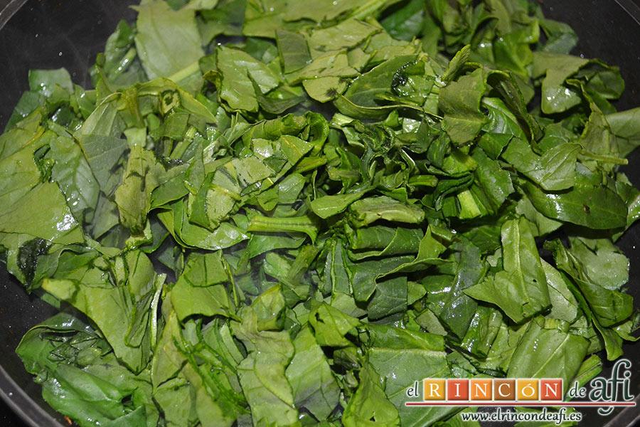Tortilla de espinacas, champiñones, langostinos y cebolla, después poner las espinacas troceadas