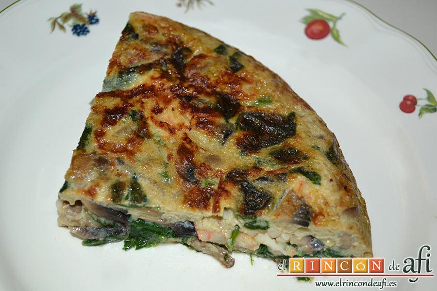 Tortilla de espinacas, champiñones, langostinos y cebolla, sugerencia de presentación