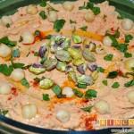 Hummus con pimientos y pistachos