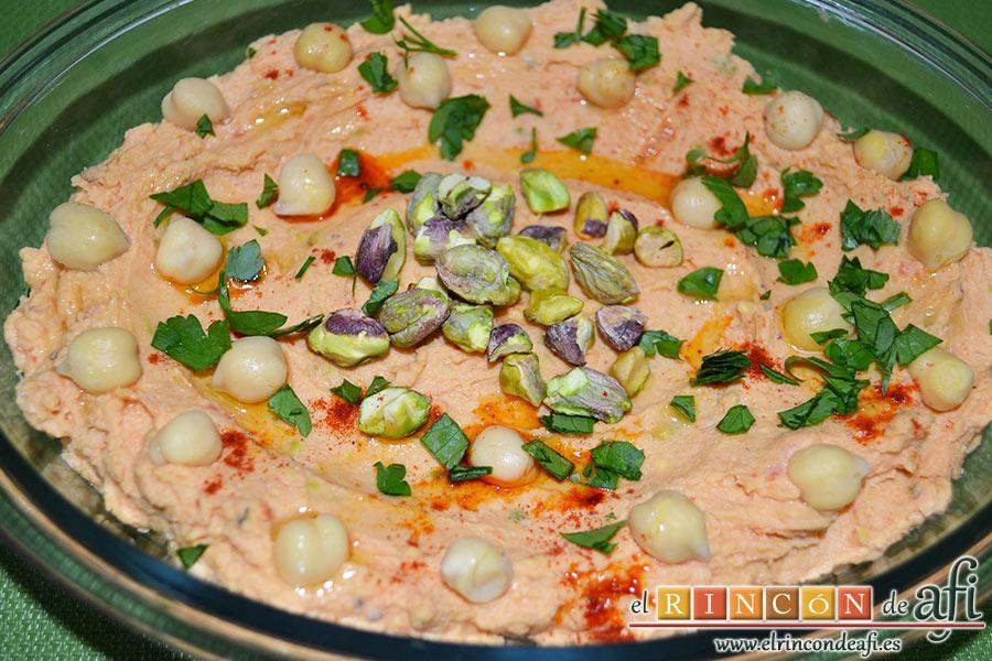 Hummus con pistachos y pimientos