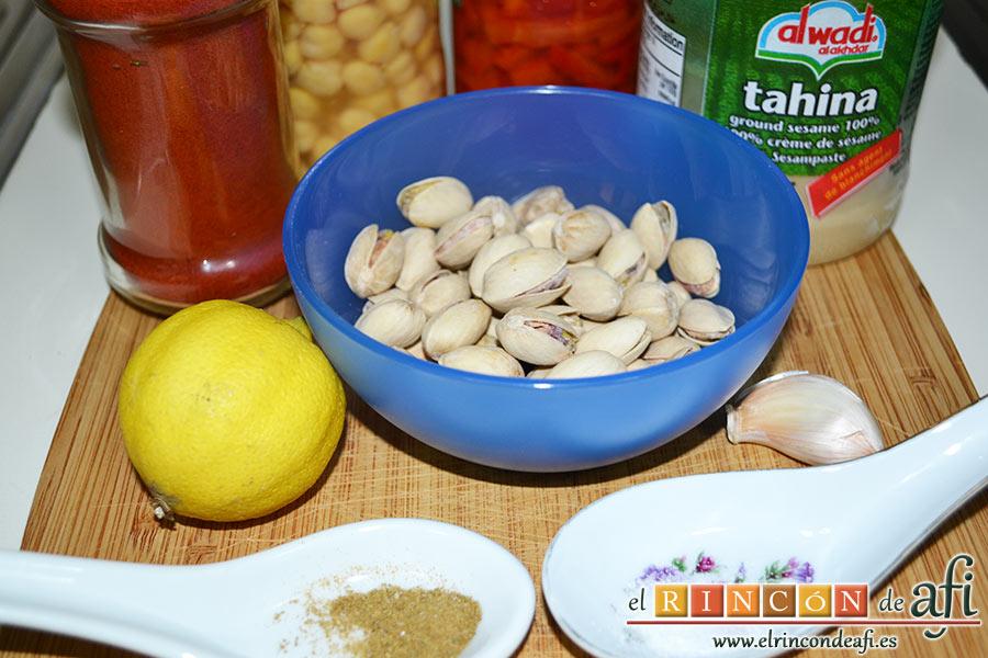 Hummus con pimientos y pistachos, preparamos los ingredientes