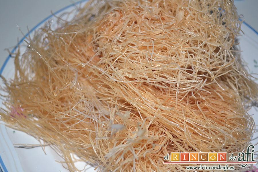 Wok de pollo con salsa teriyaki, una vez dorados los ponemos a escurrir y los reservamo