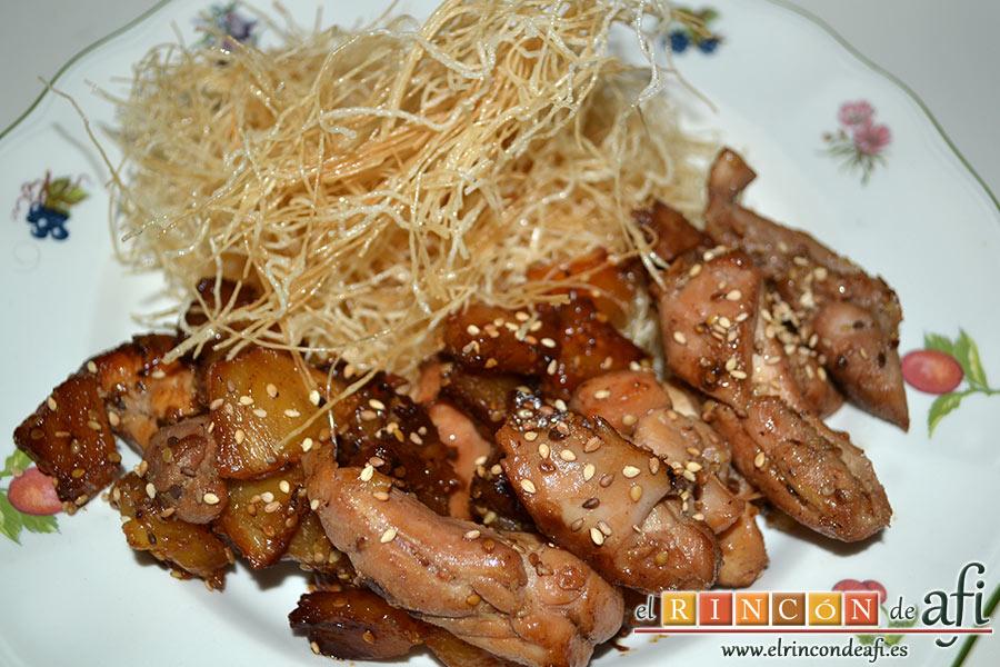Wok de pollo con salsa teriyaki, sugerencia de presentación