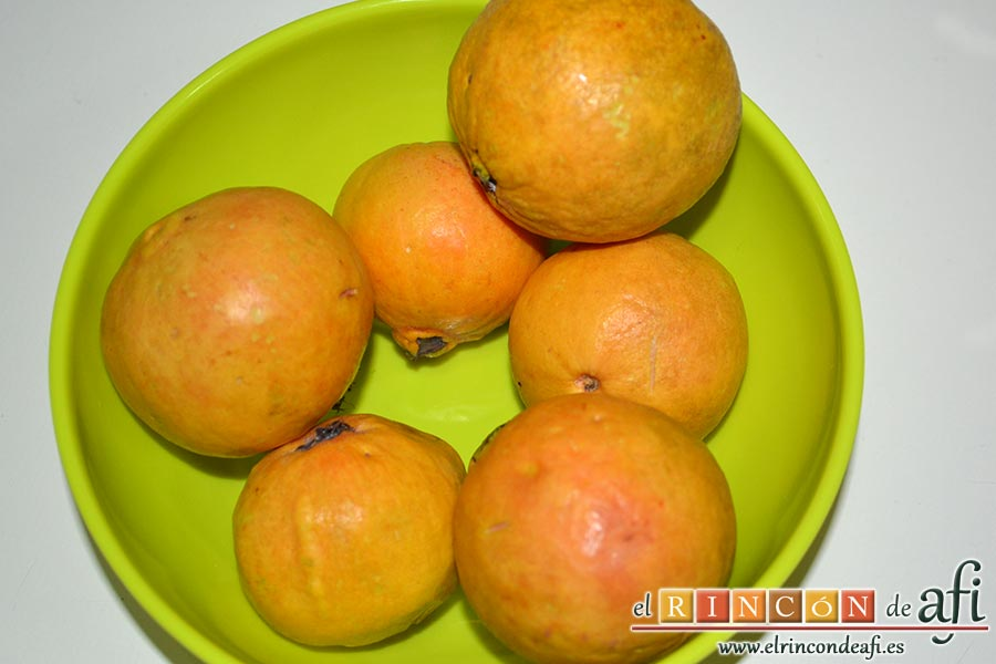 Batido de guayabo, queso y naranja, preparar los guayabos