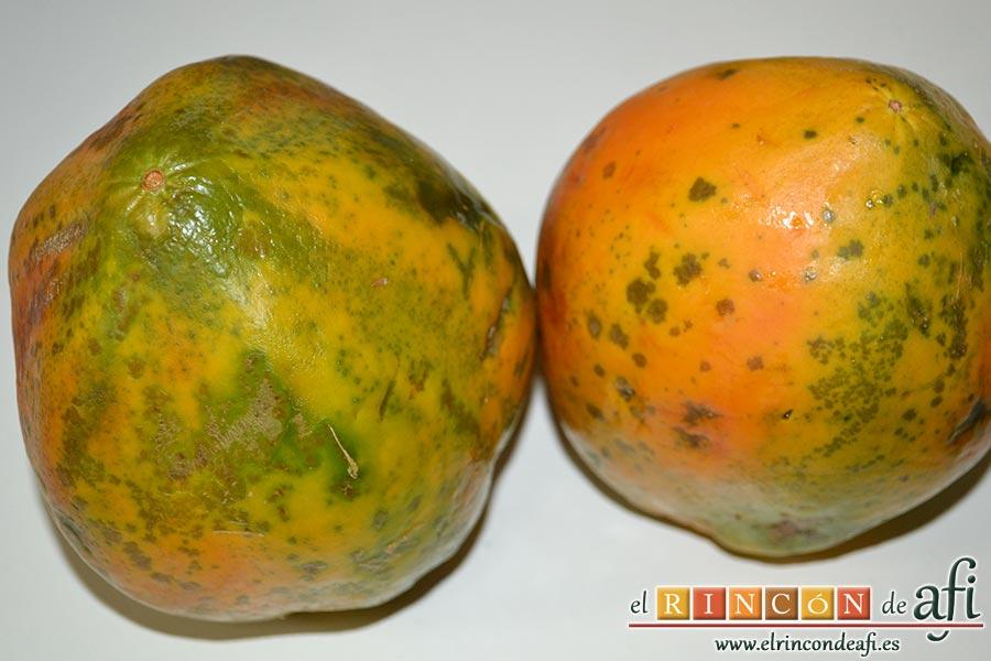 Crema de papaya, cogemos las papayas, y las pelamos, las despepitamos y las troceamos