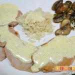 Escalopines con salsa de queso