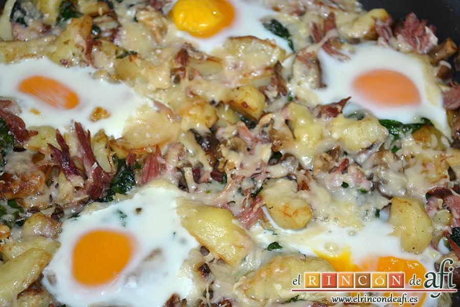 Frittata con papas, setas variadas, espinacas, codillo, queso Gruyère y huevos al horno, sugerencia de presentación