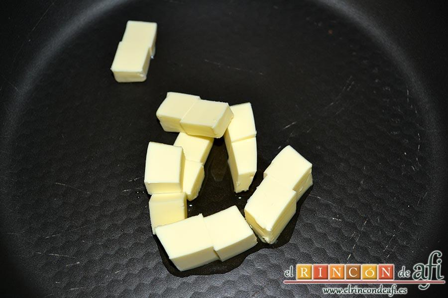 Jamón tapado, en una sartén con unas gotitas de aceite de oliva ponemos a derretir la mantequilla