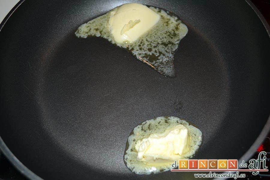 Plátanos fritos con almíbar y almendras laminadas, en otra sartén ponemos a derretir la mantequilla