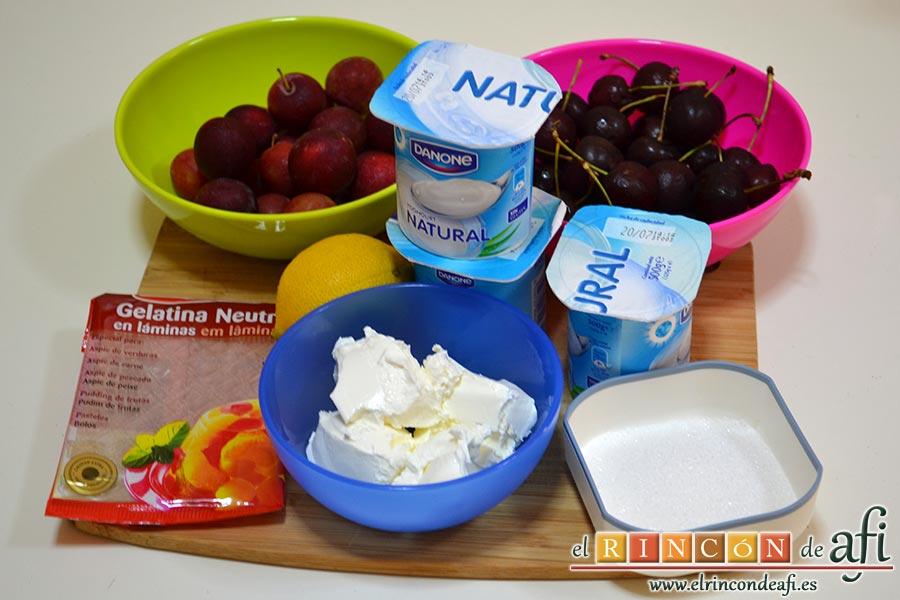 Cerezas y ciruelas con crema de yogur y queso fresco, preparamos los ingredientes