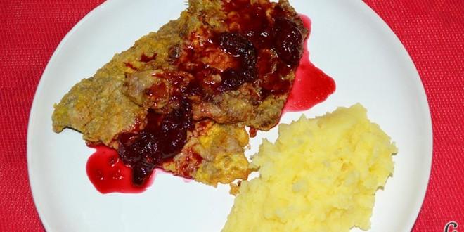 Filetes de ternera rebozados con salsa de cerezas