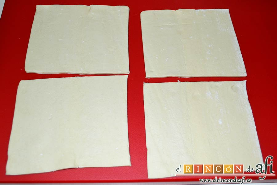 Pañuelos de hojaldre con jamón o pechuga, cortamos la lámina de masa de hojaldre en 4 cuadraditos