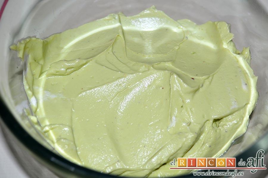 Queso crema de aguacate, asamos la crema a un bol para guardar, al menos 1 hora, en el frigorífico