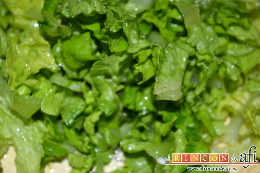 Ensalada variada, añadir hojas de escarola troceada