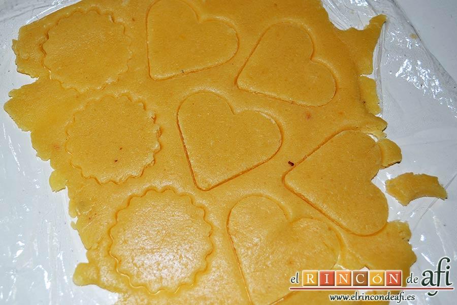 Galletas para el café, usando moldes de diferentes tipos vamos sacando las galletas