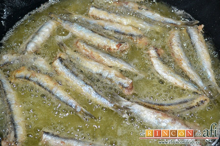 Longorones fritos con mojo verde, freír por ambos lados
