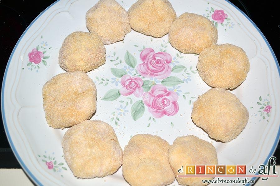 Nuggets de pollo, los vamos colocando en un plato