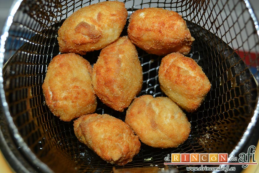 Nuggets de pollo, freír en abundante aceite