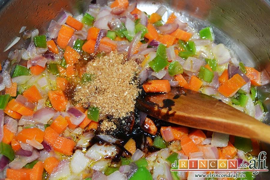 Codillo con salsa de cerveza y batata frita en láminas, añadimos el azúcar moreno