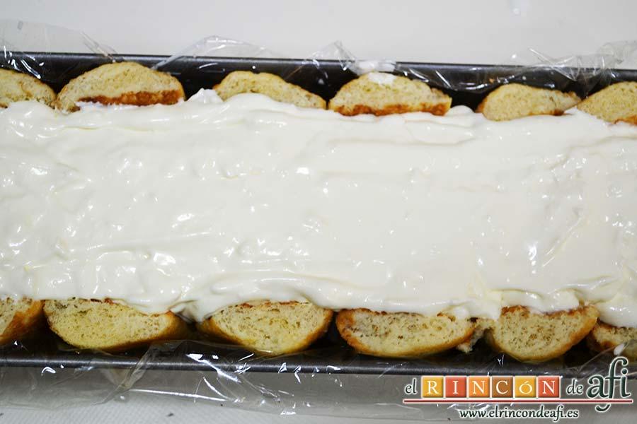 Semifrío de queso crema y Nocilla, ponemos la última capa de queso crema y nata