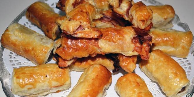 Aperitivo de hojaldre con salchichas o bacon