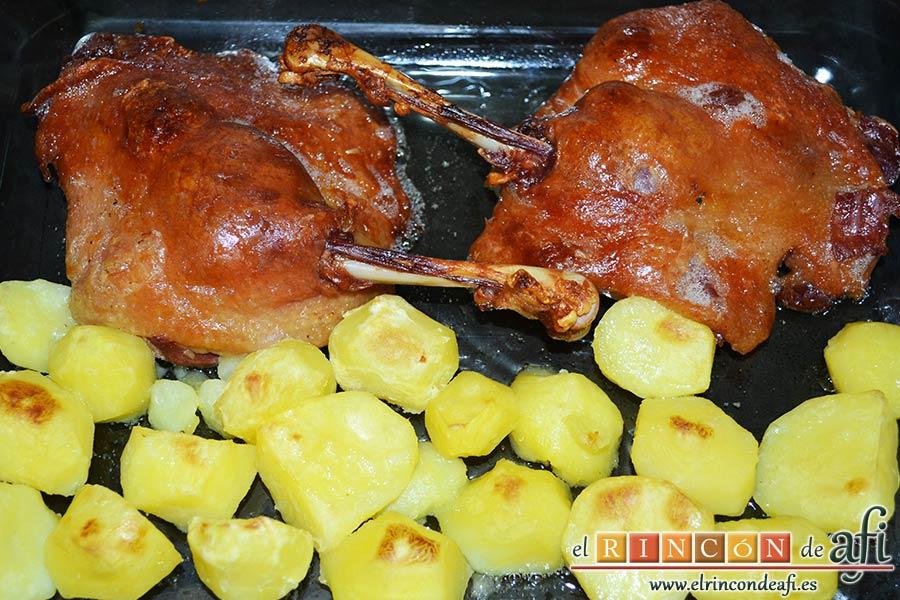 Confit de pato con salsa de naranja, hornear y gratinar